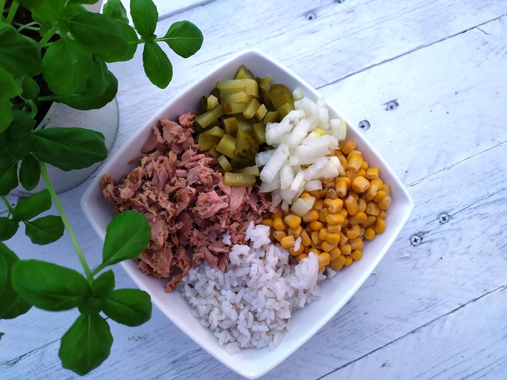 Ryżowa sałatka z tuńczykiem - drugie zdjęcie