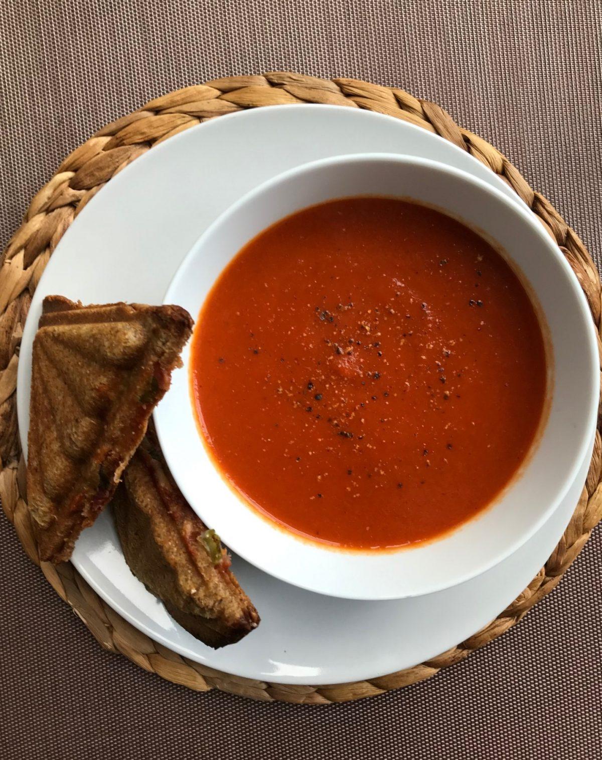 Pikantna zupa z czerwonej papryki na odporność