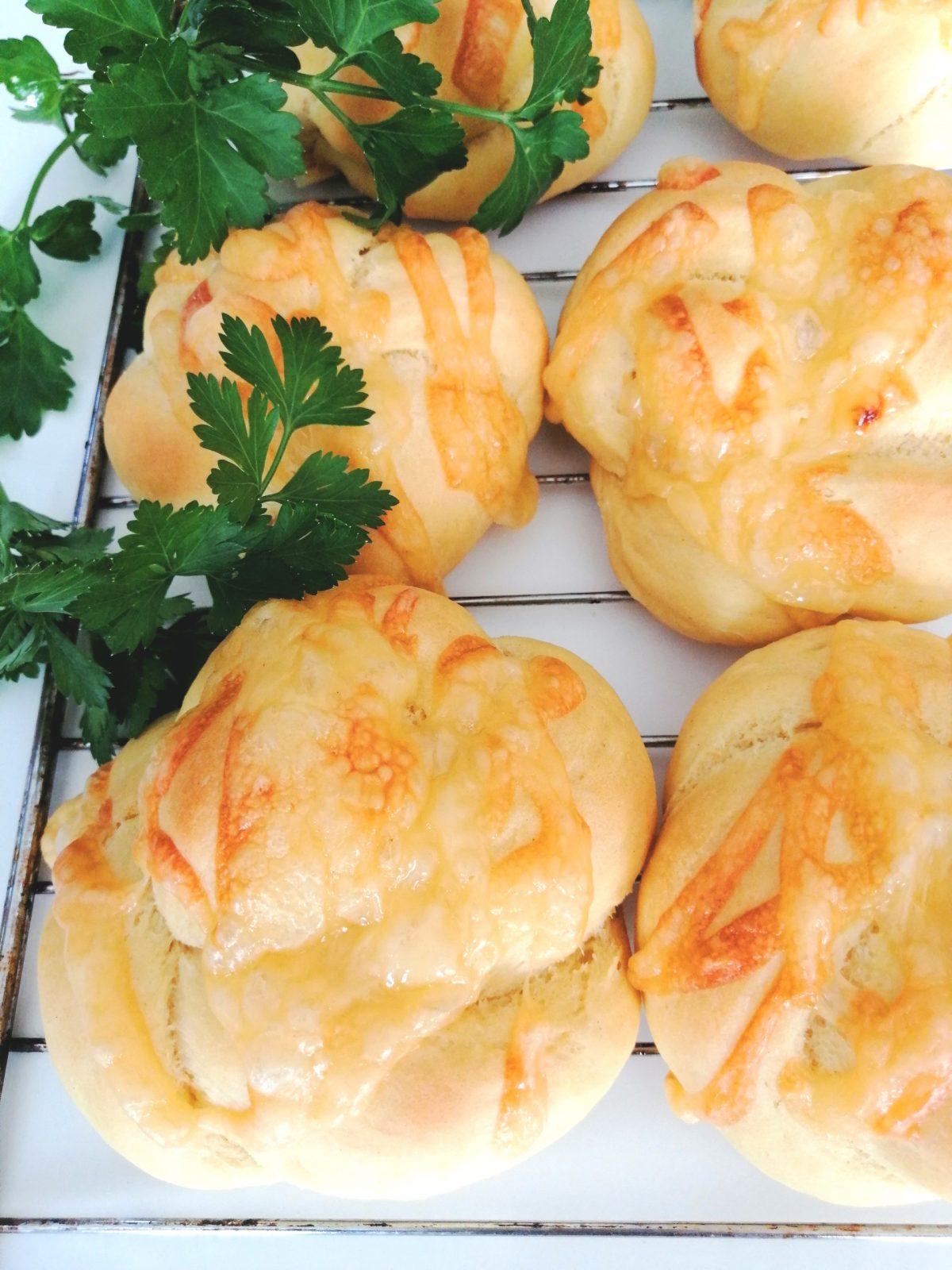 Bułki kukurydziane z serem