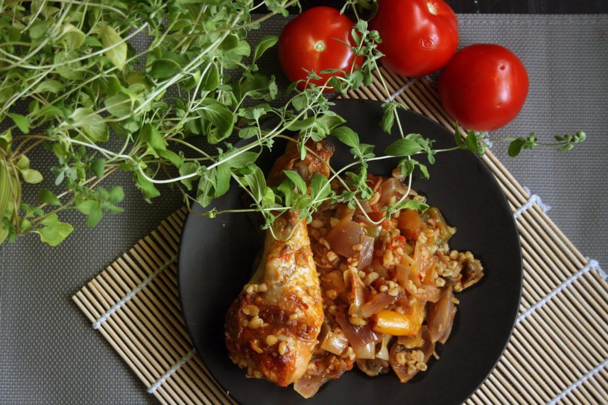 Kurczak z warzywami pieczony z kaszą jęczmienną