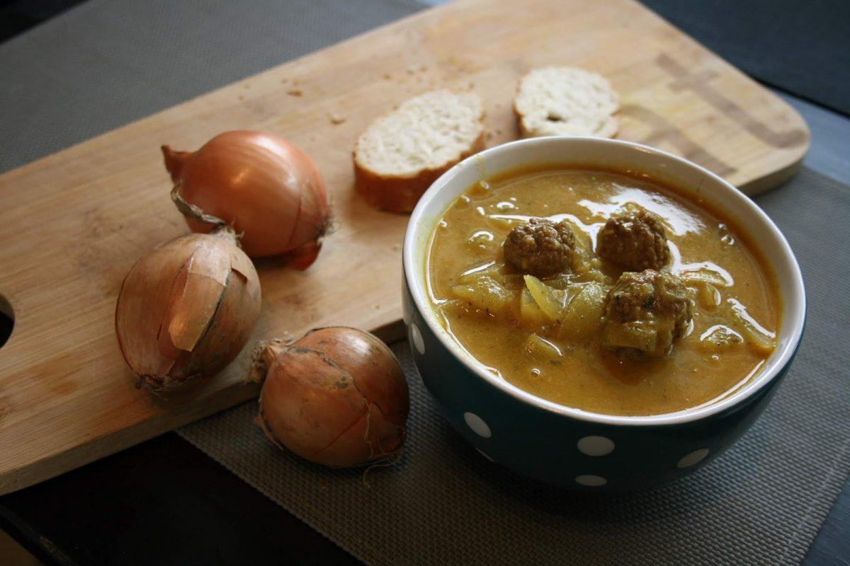 Zupa cebulowa z klopsikami